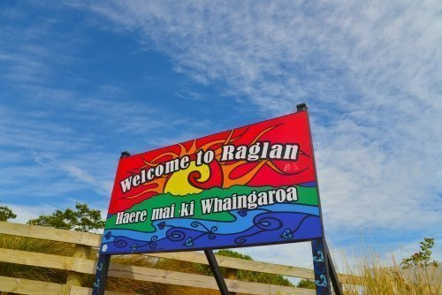 Raglan welcome sign